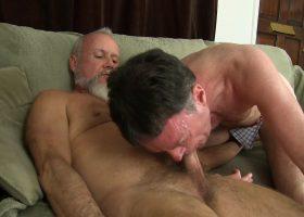 Travis Barebacks and Breeds Rick