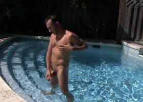 Victor Cody Beats Off